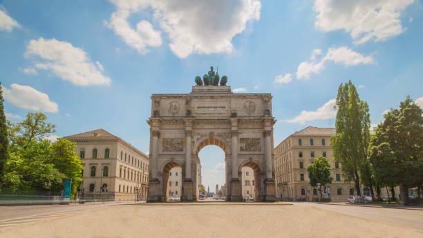 munich victory gate - marienplatz foto e immagini stock