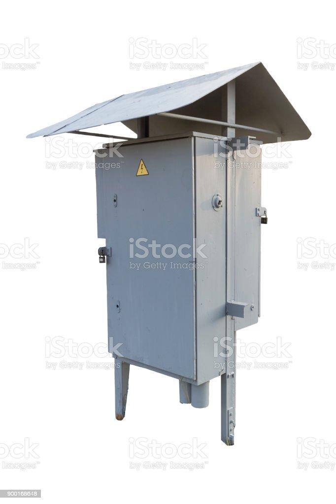Municipal cinzento exterior do armário elétrico com sinal de cadeado e perigo isolado no branco. - foto de acervo