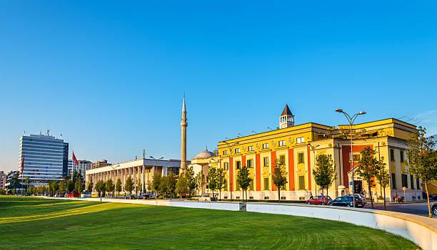Stadtverwaltung von Tirana und den Palast der Kultur – Albanien – Foto