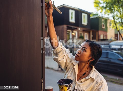 1002918466 istock photo Mural artist at work 1002914376