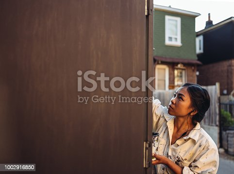 1002918466 istock photo Mural artist at work 1002916850