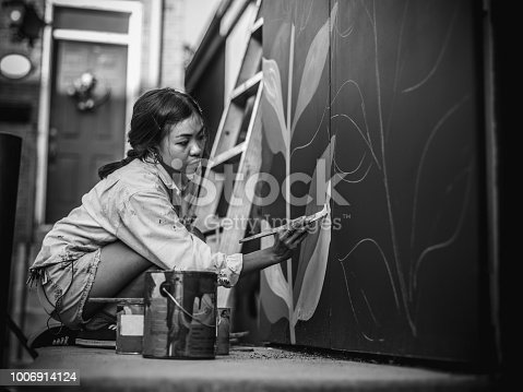 1002918466 istock photo Mural artist at work 1006914124