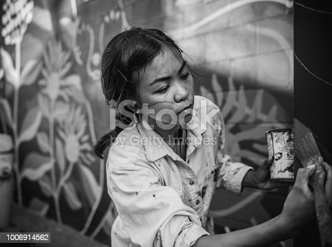 1002918466 istock photo Mural artist at work 1006914562