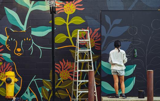 Wandbild Künstler Bei Der Arbeit Stockfoto und mehr Bilder von 25-29 Jahre