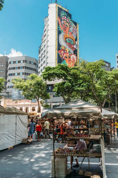 wandbild des spanischen künstlers, marina capdevila, zu ehren der loca - faschingssprüche stock-fotos und bilder