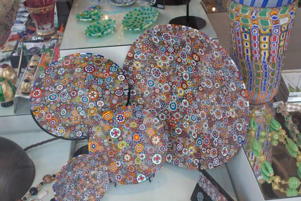 murano-glas-textur-hintergrund. bunte abstrakte muster - glasskulpturen stock-fotos und bilder