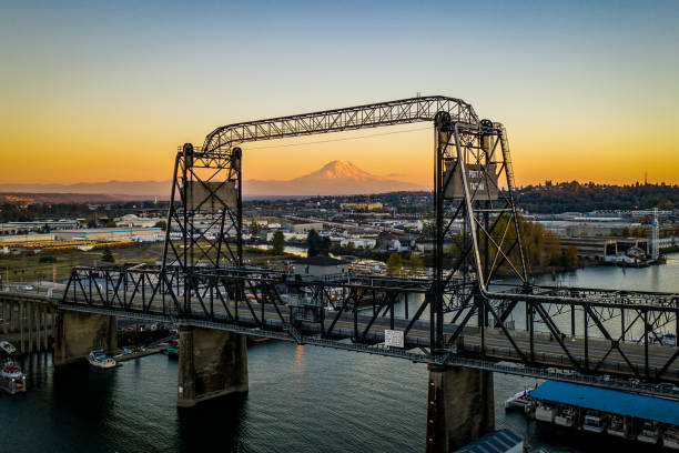 Murray Morgan Vertical Lift Bridge Tacoma WA The Murray Morgan Bridge Tacoma Washington with Mt Rainier centered in the background at golden hour tacoma stock pictures, royalty-free photos & images