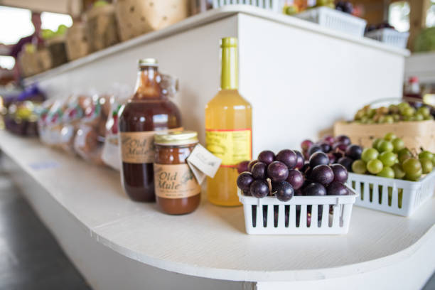 Muscadines at a local farm produce stand in upstate South Carolina Chesnee, South Carolina, Sept. 10, 2017: Beautiful muscadines for sale at McDowell Farms, a local farm with a popular produce stand in upstate South Carolina, an area known for peach and other farming apostasy stock pictures, royalty-free photos & images