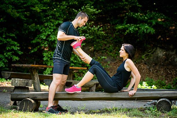 muskelverkrampfungen nach sport-training - wadenkrämpfe was tun stock-fotos und bilder