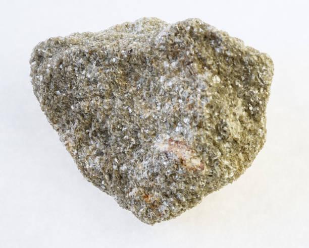 muscovite mica greisen rock with spessartine - łupek łyszczykowy zdjęcia i obrazy z banku zdjęć
