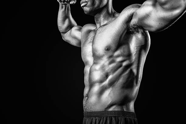 Musculaire homme afro-américain, en noir et blanc - Photo