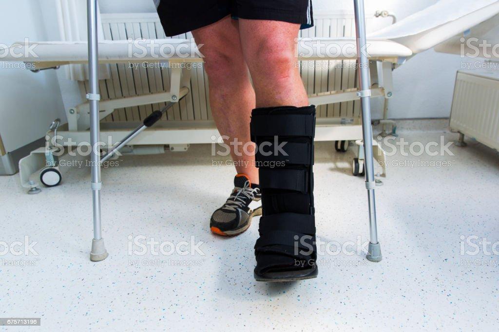 用步行靴跟腱治療肌肉運動員 免版稅 stock photo