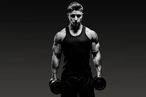 Muskuläre conservative activist guy Monochrom auf grauem Hintergrund – Foto