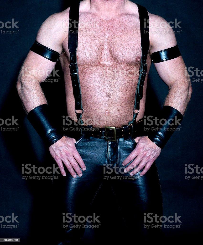 Männlicher Rumpf mit Muskeln, Bei Fetisch Leder – Foto