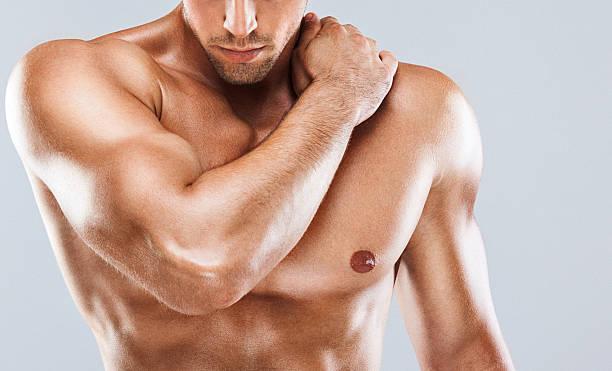 筋肉の雄上半身ます。 - 肩 ストックフォトと画像