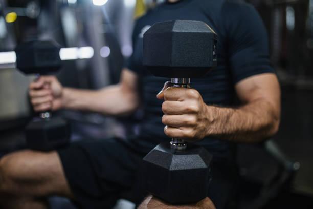 肌肉人做加權練習 - 四肢 身體部份 個照片及圖片檔