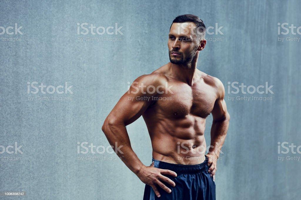 recherche homme musclé