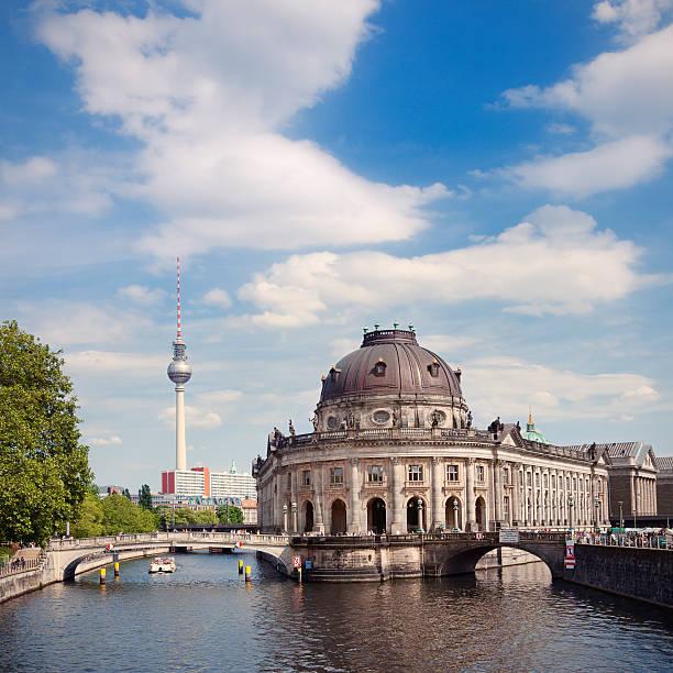 museumsinsel - brücke museum berlin stock-fotos und bilder