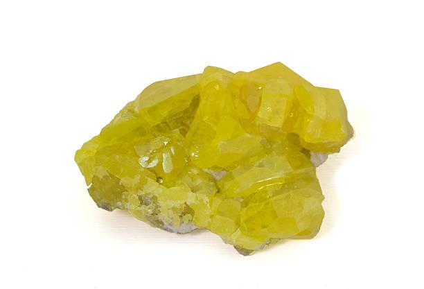 Museum minerl series: Native sulphur von Sizilien, Italien, 9 cm breit. – Foto