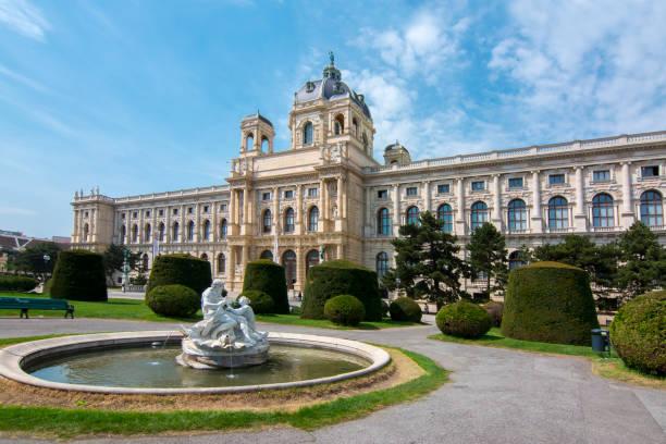 museum of art history (kunsthistorisches museum) auf maria-theresa-platz (maria-theresien-platz) in wien, österreich - kunsthistorisches museum wien stock-fotos und bilder