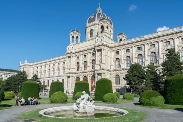museum of art history (the kunsthistorisches museum), vienna, austria - kunsthistorisches museum wien stock-fotos und bilder