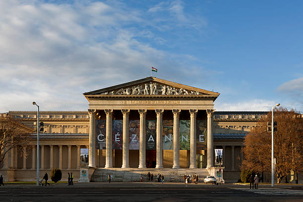 museum of fine arts in budapest - kunsthistorisches museum wien stock-fotos und bilder