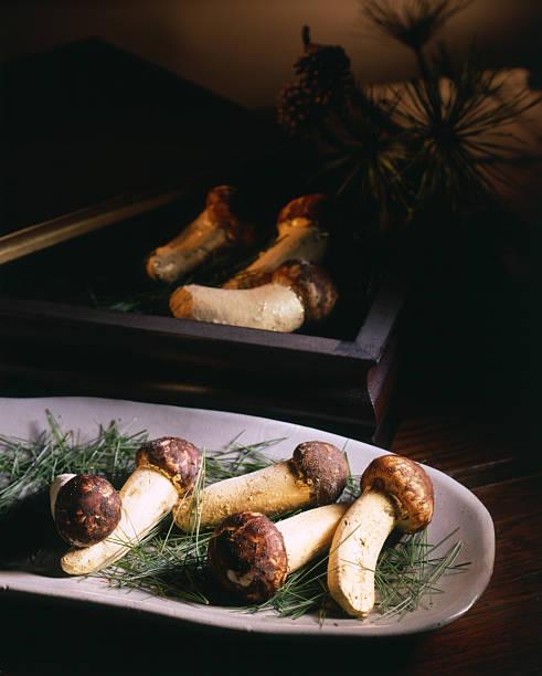 キノコのお料理 - 松茸 ストックフォトと画像