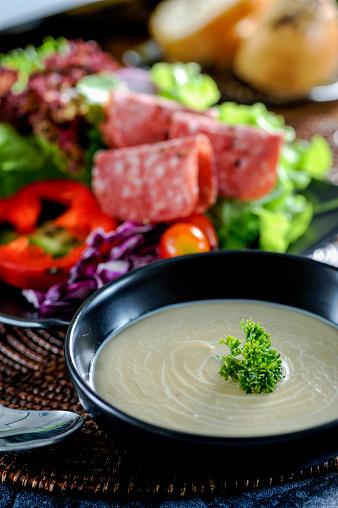 Sopa De Champiñones Foto de stock y más banco de imágenes de Alimento