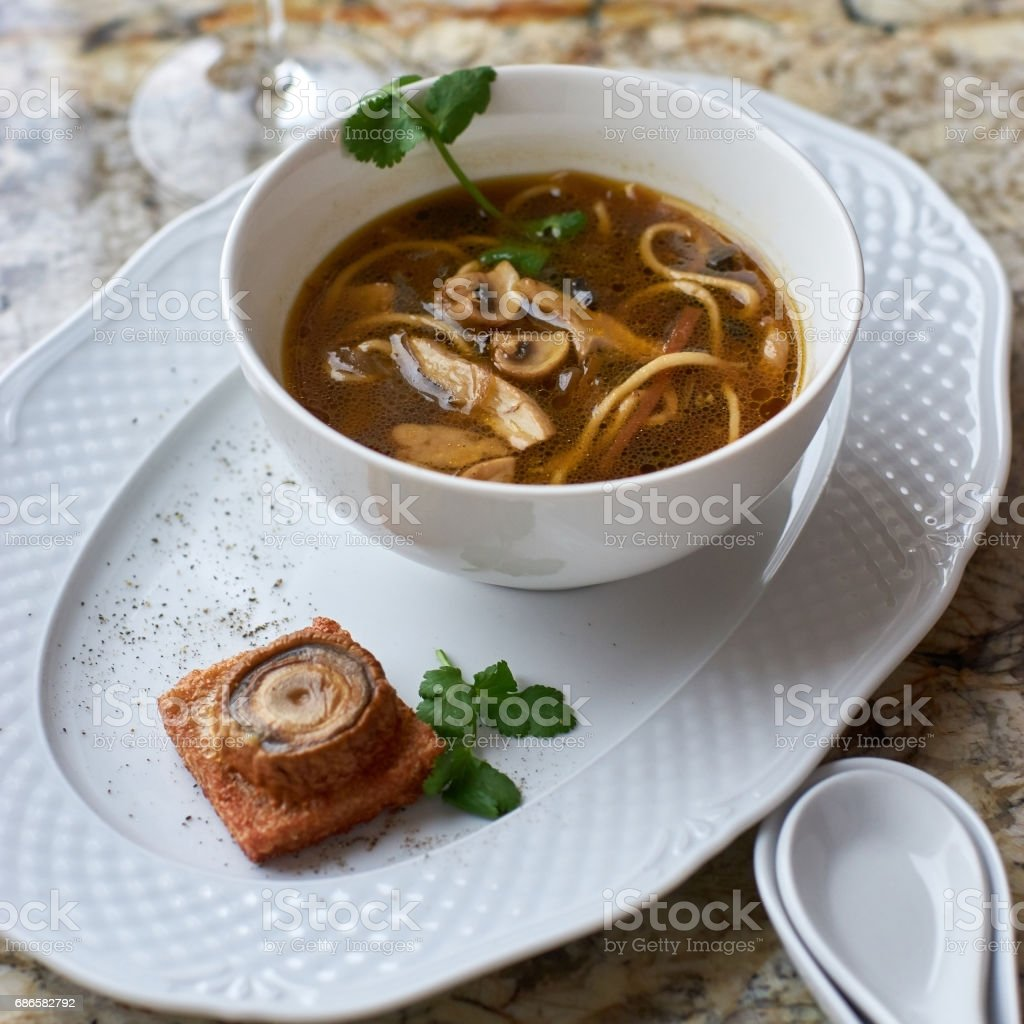 Mushroom soup with egg noodles photo libre de droits