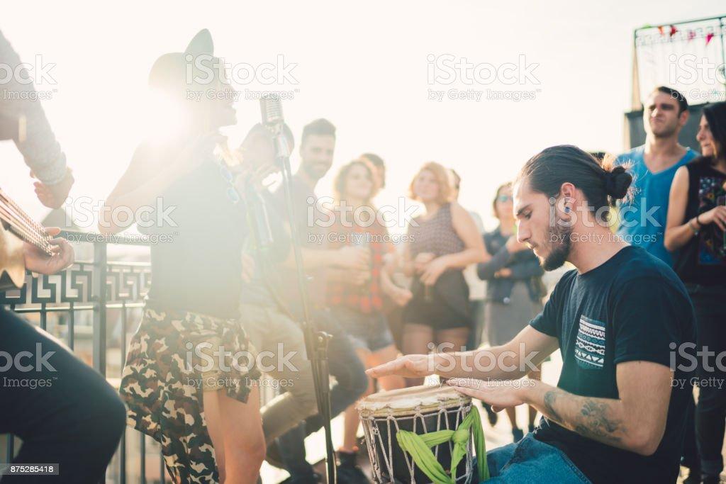 Musik-Band auf dem Dach Lizenzfreies stock-foto