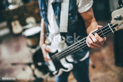 istock Music band repetition 880905134