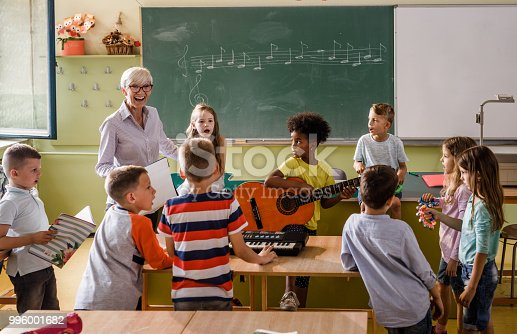 1155122702 istock photo Music class at elementary school! 996001682