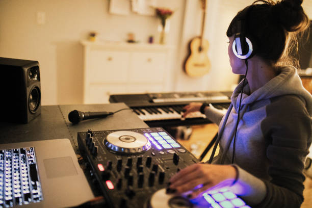 Music is my passion Girl at home mixes music electronic music stock pictures, royalty-free photos & images