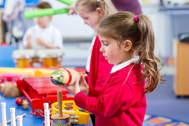 music lesson in nursery - lautbildungsspiele stock-fotos und bilder