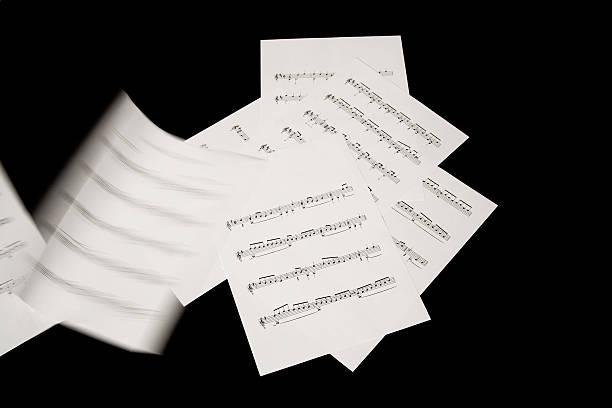 Puntaje de música hojas en el viento - foto de stock