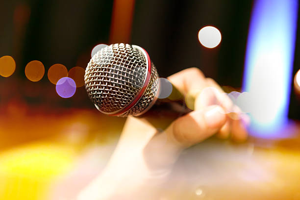 musical background.mic and singer - ポップミュージシャン ストックフォトと画像