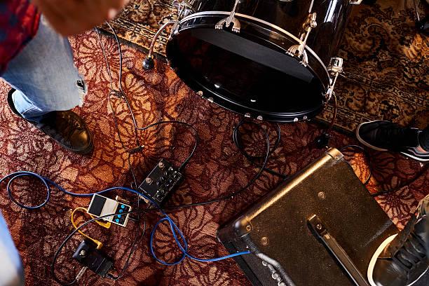 Musical equipment on carpet圖像檔