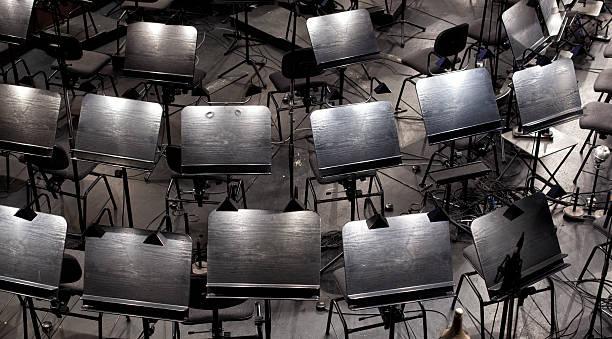 musikinstrumente. - notenständer stock-fotos und bilder