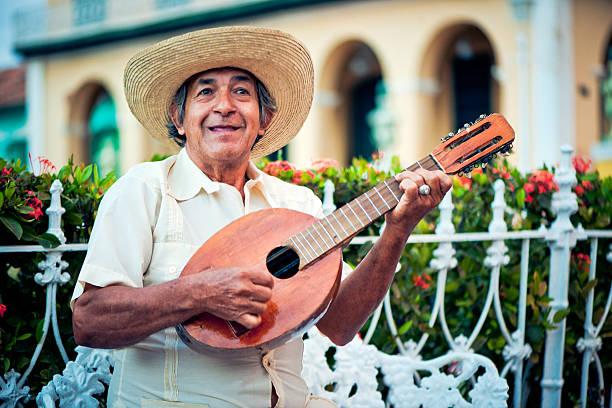 Músico com Bandolim - foto de acervo