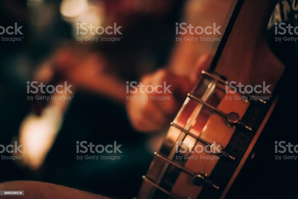 Músicos no palco - foto de acervo