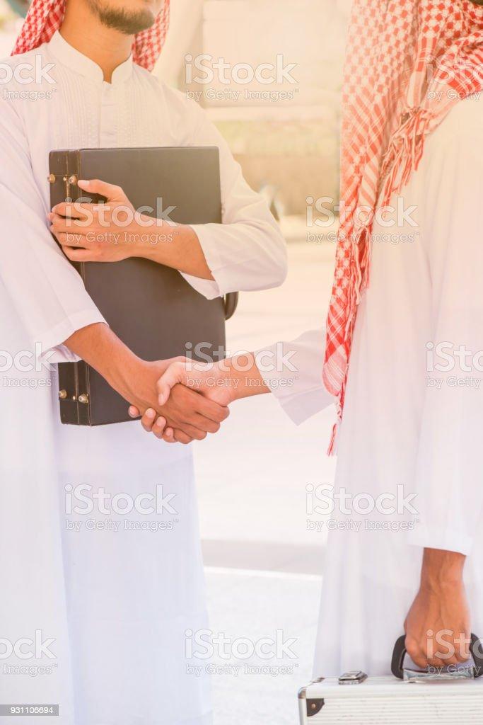 Müslüman iş anlaşması ve başarı KPI için ekip çalışması ve hedefi - Royalty-free Adamlar Stok görsel
