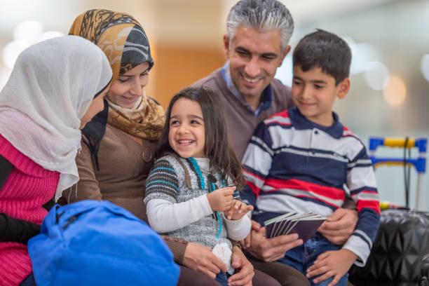 famille musulmane - mariage musulman photos et images de collection