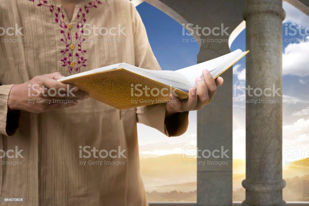 Muslim man reading the Koran - Royalty-free Adult Stock Photo