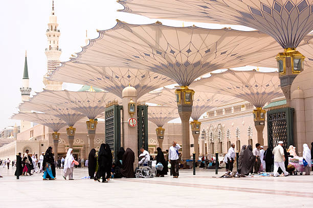 이슬람교도 pilgrims, 알메디나, 사우디아라비아 - saudi national day 뉴스 사진 이미지
