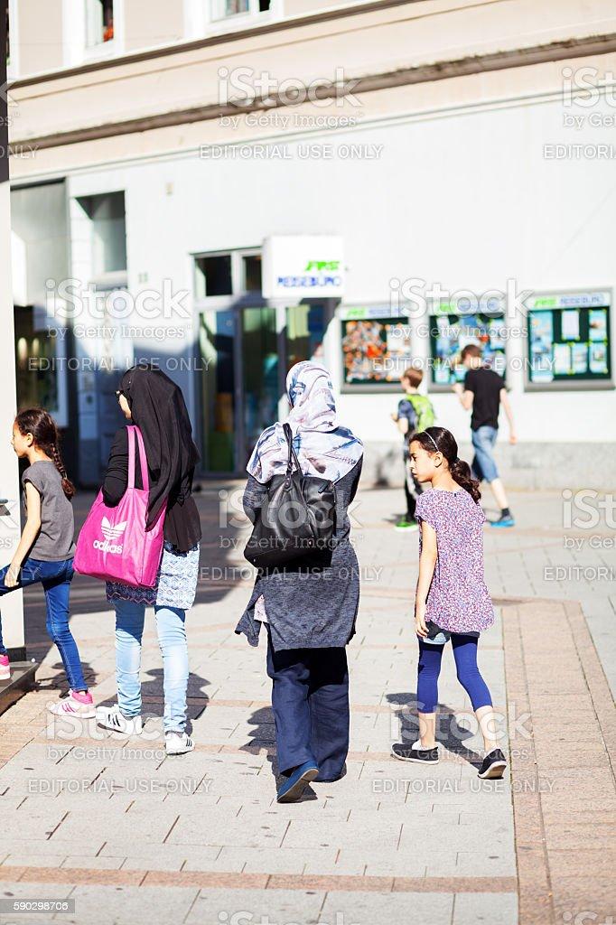 Muslim woman and children royaltyfri bildbanksbilder