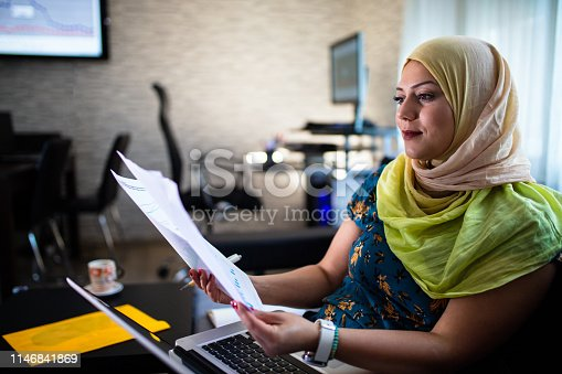 Muslim woman have new online investment.