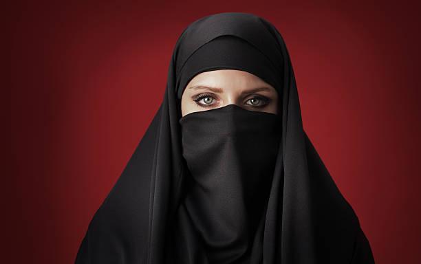 muslimische frau - burka stock-fotos und bilder