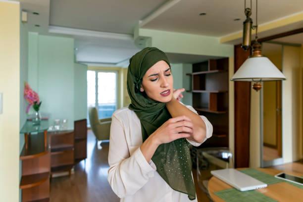 Femme musulman avec l'allergie de peau - Photo