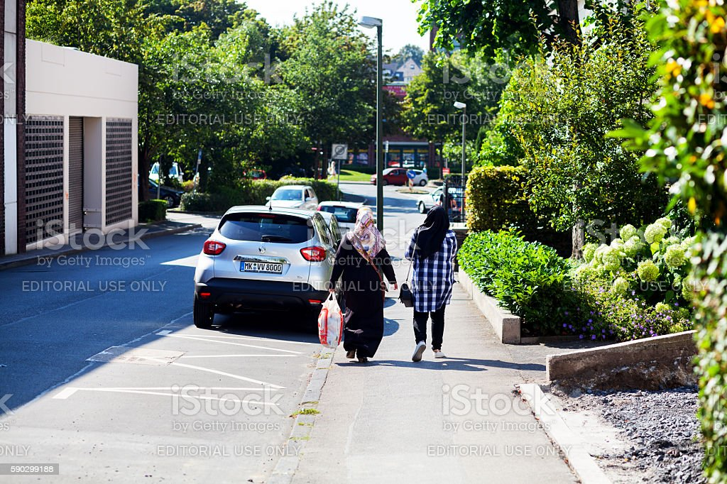 Muslim women with headscarfs royaltyfri bildbanksbilder