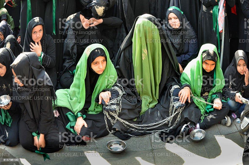 Muslims worldwide marks Ashura Istanbul Shiite community. - foto de stock